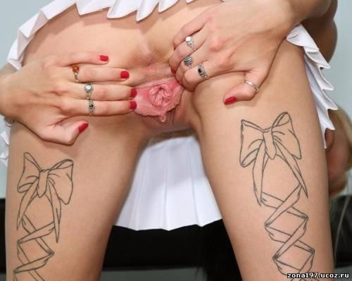 девушка с татуированной пиздой